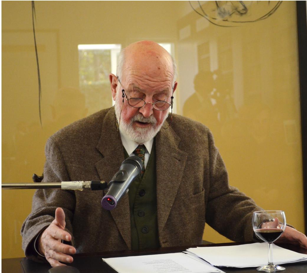 Abb. 25: Paul Wühr bei seiner Lesung aus Sage anlässlich der Ausstellungseröffnung am 9.11.14 (© C.-M. Ort)